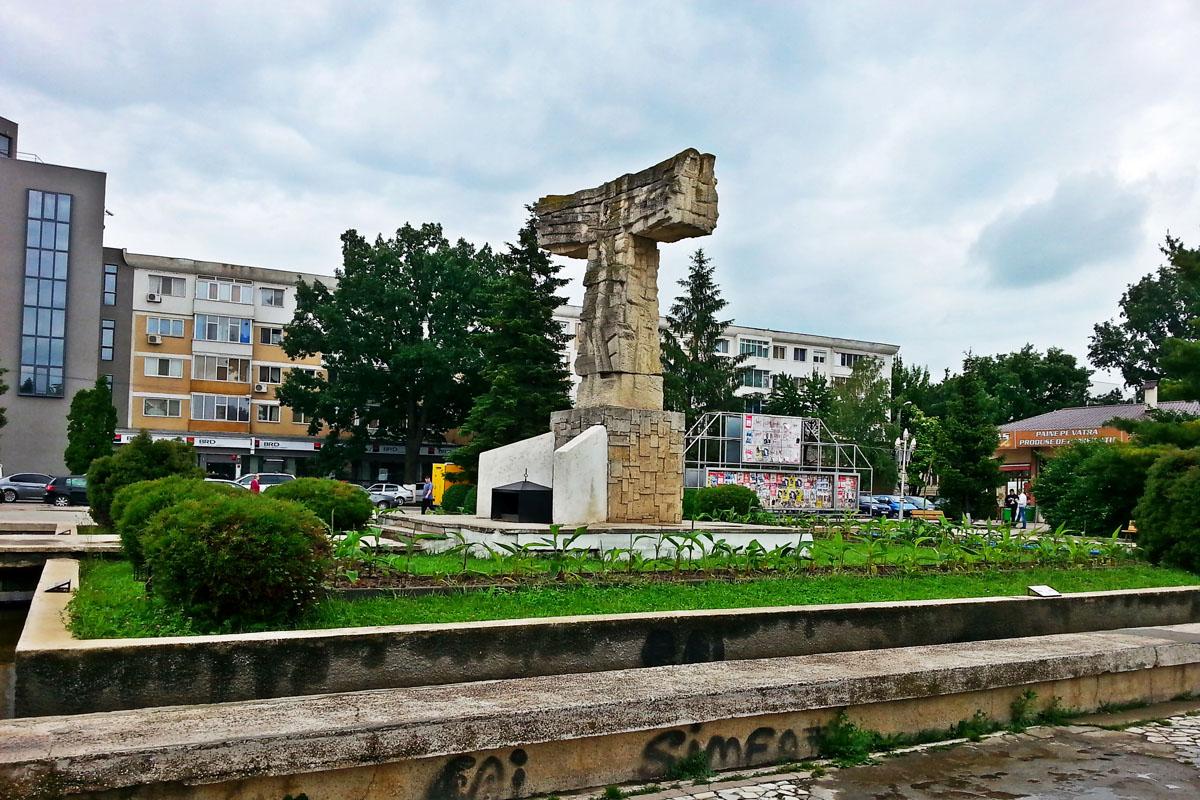 1_Monumentul_Eroilor_Slobozia